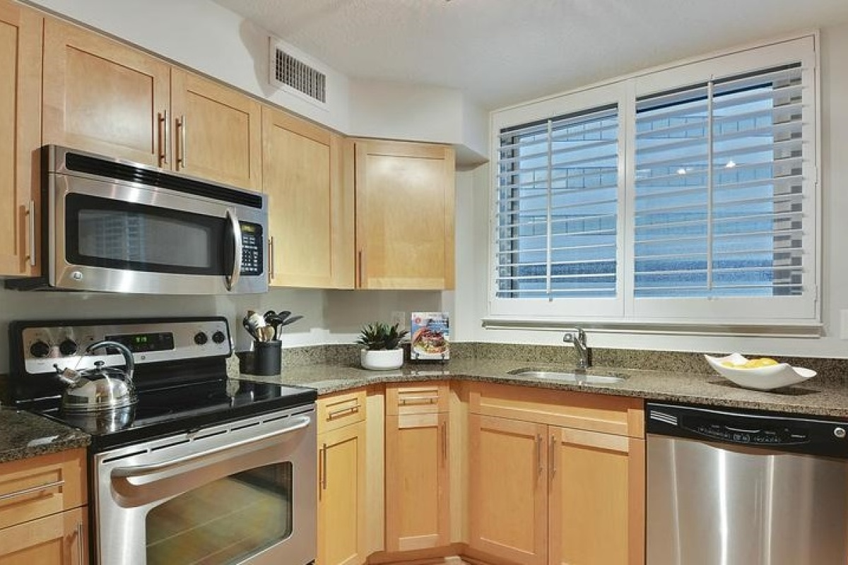 3 Bedrooms, Condominium, Featured Properties, The Chase at Betheda,  WOODMONT AVENUE #S1015, 2 Bathrooms, Listing ID 1056, Bethesda, MD, 20814,